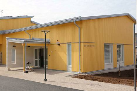Merihelmi valmistui toukokuussa 2020 kahdeksan kehitysvammaisen asumisyksiköksi. Alkuvaiheessa asukkaita muutti taloon viisi.