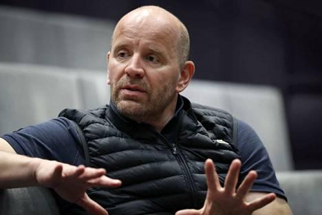 Tuntemattoman sotilaan  ja Kuninkaan puheen Porin teatterille ohjannut Christian Lindroos on valittu  teatterin uudeksi johtajaksi.