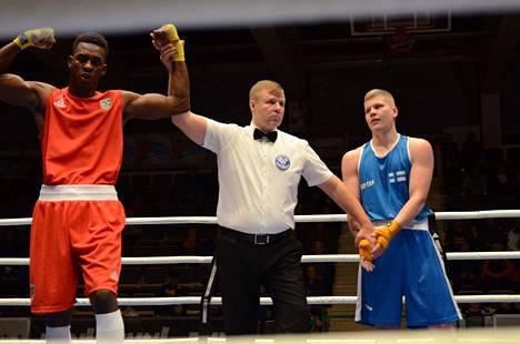 Brasilialainen Keno Machado osoittautui liian kovaksi vastustajaksi Topias Vaittiselle perjantaina. Nyrkkeilijät ottelevat 81 kilon sarjassa.