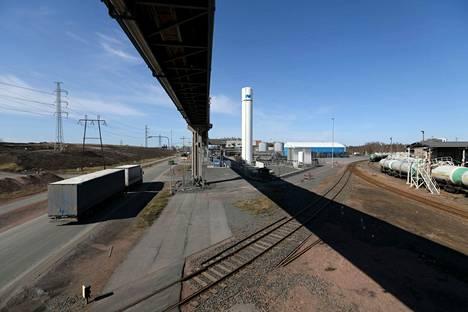 Akkubuumi on kasvussa. Kuva on Harjavallasta jossa kaivos- ja metalliyhtiö Nornickel aikoo liki kaksinkertaistaa akkumateriaalien tuotannon vuoden 2026 alkuun mennessä. Norjalaisyhtiö Freyr on aikeissa rakentaa akkukennotehtaan Vaasaan.