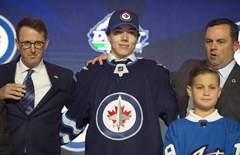 Winnipeg Jets nappasi Ville Heinolan NHL:n varaustilaisuuden avauskierroksella numerolla 20 ennen muita pelaajan perässä olleita seuroja.