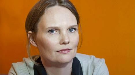 Satu Taskinen on Wienissä asuva suomalaiskirjailija. Lapset on komeasti kirjoitettu romaani, jossa päähenkilön sisäinen puhe liikkuu kuin ihmisen mieli.