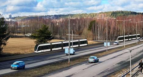 Hervannan valtaväylällä Lukonmäen ja Sammon valtatien risteyksen välillä ei enää ratikan tultua liikkuisi busseja, sillä se ei olisi Tampereen kaupungin mukaan taloudellista.
