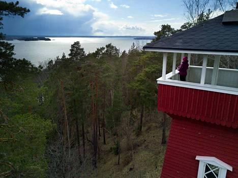 Vehoniemen näkötornista avautuu näkymä sekä Roineelle että Längelmävedelle. Vehoniemenharju ja läheinen Keisarinharju ovat Pirkanmaan helpoimmin tavoitettavia retkikohteita.