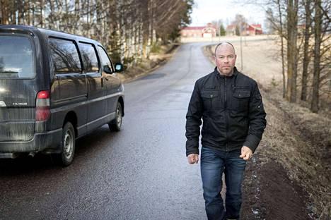 Venesjärventiellä ei ole tilaa kevyelle liikenteelle. Marko Heikkilä toivoo, että tietä levennettäisiin päällystystyön yhteydessä.