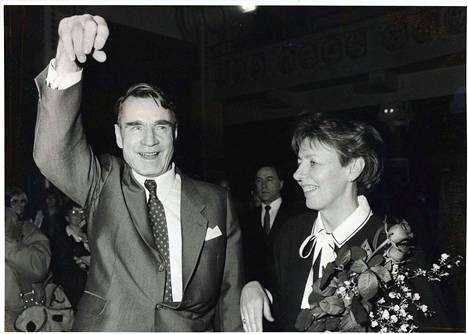 Pääministeri Mauno Koivisto rinnallaan puoliso rouva Tellervo Koivisto.