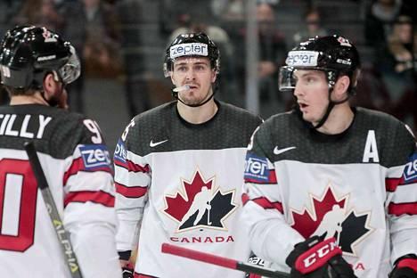 Ryan O´Reilly (vas.), Mark Scheifele ja Matt Duchene ovat Kanadan kivikovan joukkueen pelaajia.