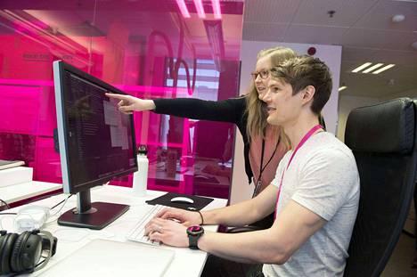 Tietojenkäsittelyä opiskelevat Ville Hakola ja Henna Gaubusseau valitsivat kesätyöpaikkaehdokkaiden joukosta Solitan.