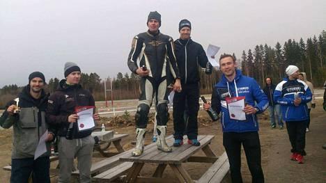 Mika Hautala ja Aleksi Kyllästinen hallitsivat 200 mailin Endurance -kisaa viime viikonloppuna Motoparkissa ja ottivat ykkössijan.