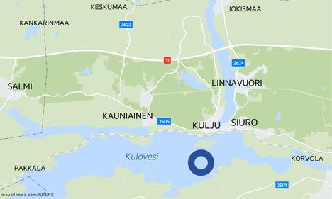 Vene ajelehti Kulovedellä Nokialla lähellä Isosaarta.