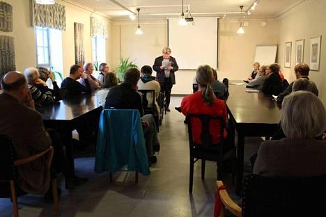 Professori ja filosofinen kirjailija Tarmo Kunnas vieraili Nokia-viikolla Pirkan Opiston luennoitsijana.