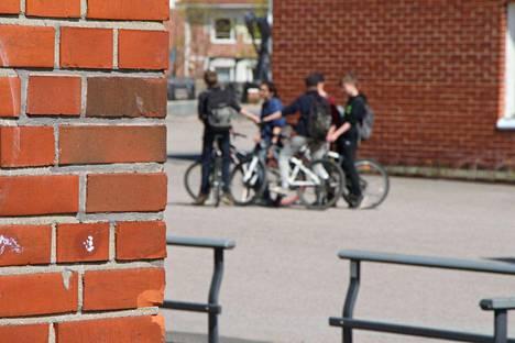 Mänttä-Vilppulassa on noussut suuri huoli nuorista. Nuorten pahoinvointi näkyy muun muassa kouluissa ja sieltä lähtevien lastensuojeluilmoitusten määrän lisääntymisessä. Kuvan henkilöt eivät liity juttuun.