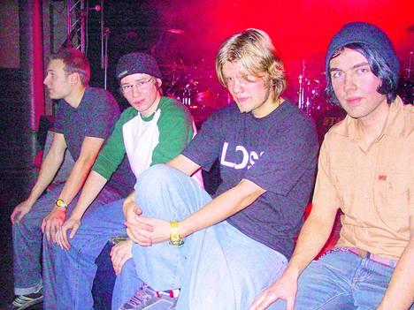 Disco Ensemblen omaan levytysuraan kuuluu mm. bändikollektiivi TreUnionin 2001 kustantama ep. Yhtye tuolloin: Mikko Kahila, Jussi Ylikoski, Miikka Koivisto ja Jarkko Toivanen.