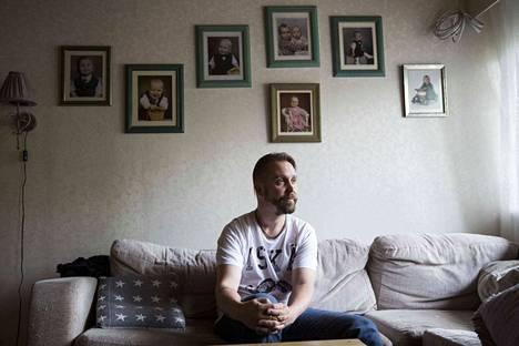 Lempääläläisen Sami Kyöstin vaimo Anna kuoli ja mies jäi yksin kuuden lapsen kanssa. Naapurit keräsivät Samille ison summan rahaa.