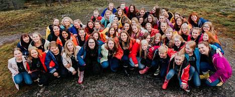 Vox Aurea on Jyväskylän musiikkiluokkien edustuskuoro, joka kiertää konsertoimassa niin Suomessa kuin ulkomailla.