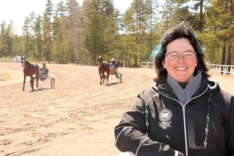 Sataravin hallituksen puheenjohtaja Meri Elomaa uskoo, että juhlaraveista tulee näyttävä suomenhevosten kokoontumisajo ja hyvä kisa.