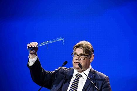 Perussuomalaisten pitkäaikainen puheenjohtaja Timo Soini jätti tehtävänsä Jyväskylän puoluekokouksessa.