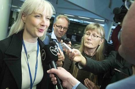 Laura Huhtasaaren kommentit kiinnostivat mediaa perussuomalaisten eduskuntaryhmän hajottua kahteen osaan.