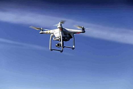 Drone on kuvaamisessa käytettävä kauko-ohjattava lennokki. Kuvituskuva.