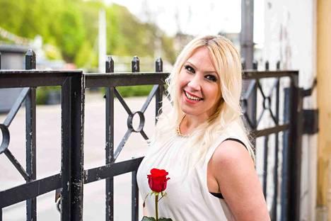 Seinäjoen Tangomarkkinoiden kesän 2017 finalisti Sari Hellsten on tuttu myös Uusi päivä -sarjan sivuosasta.