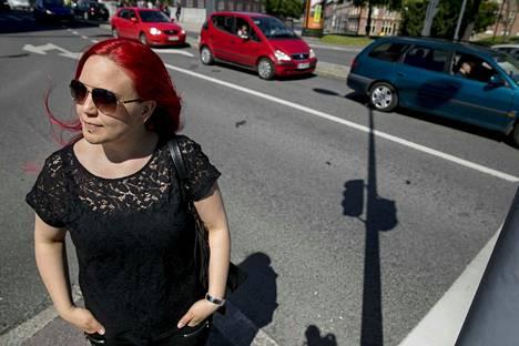 Niina Matikainen kulkee itse töihin keskustaan bussilla. Hänen kahden aikuisen taloudessaan on yksi auto, joka tullaan ajamaan niin loppuun kuin mahdollista.