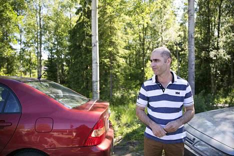 Abdul Hossein Zada jätti autonsa noin kahdeksi tunniksi tiensivuun parkkipaikan laidalle, koska ei mahtunut pysäköimään merkityille paikoille.