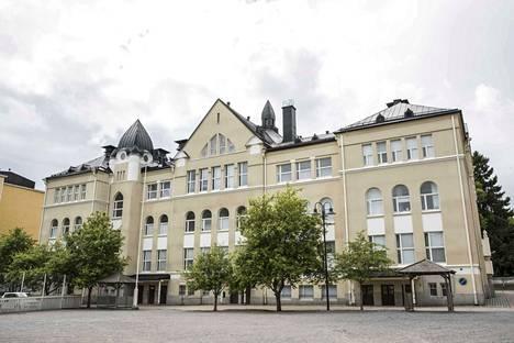 Aleksanterin koulussa opiskelevat luokat 1–6. Elokuun alussa se yhdistyy Pyynikin koulun kanssa muodostaen Wivi Lönnin koulu -nimisen yhtenäiskoulun.