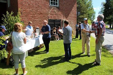 Pyttymuseon avoimet ovat yllättivät kävijämäärällään, kun avoimiin oviin yhdistettiin Alakylänm Aktiivien silakkatarjoilut.