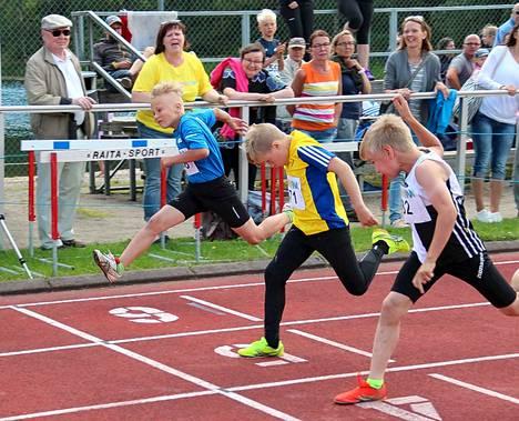 Valtteri Välläri (keskellä) kilpaili huipputasaisessa erässä viime vuoden Janakkala Gameseissa. 9-15-vuotiaat nuoret kisaavat Liinalammilla jälleen 14.-16. heinäkuuta.
