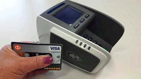 Lähimaksukortilla voit maksaa alle 25 euron ostoksia tunnuslukua painelematta. Maksu voi mennä tililtä tai luottopuolelta.