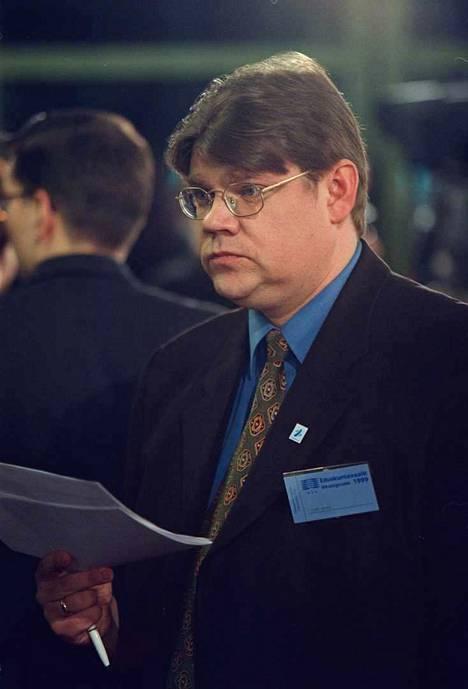 Timo Soini jännitti eduskuntavaalien tulosta Ylen vaalitilaisuudessa maaliskuussa 1999.