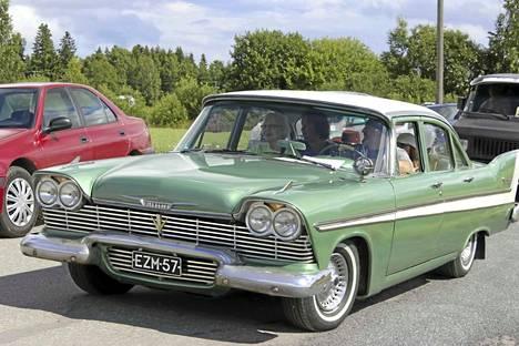 Markku Kaurasen Plymouth Belvedere vuosimallia 1958 äänestettiin kauneimmaksi autoksi.