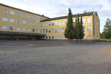 Osa Akaan kaupunginhallituksen jäsenistä oli sitä mieltä, että hallitus ei ole tarttunut tarpeeksi nopeasti Akaan koulujen sisäilmaongelmiin. Kuvassa Viialan Keskustan koulu, jonka oppilaat ovat tällä hetkellä väistössä.