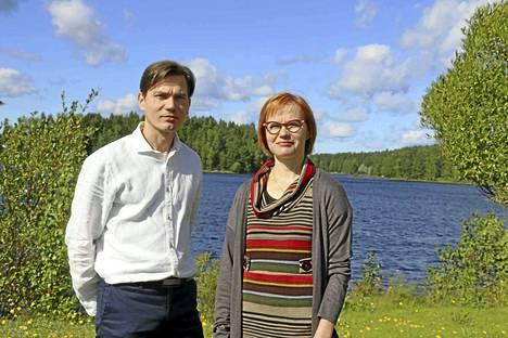 Tommi Koskela ja Riitta Valjakka-Koskela tulevat Keuruulle iloisin ja avoimin mielin. Yrittäjäpariskunta haluaa kehittää Keuruun 1. apteekin toimintaa asiakaslähtöisesti ja yhteistyössä paikallisten yrittäjien sekä Keuruun kaupungin kanssa.