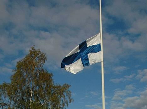 Koko maan toivotaan yhtyvän suruliputukseen Turun eilisten tapahtumisen johdosta.