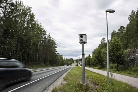 Suomen liikennettä valvoo keskiviikkoaamuna ennätysmäärä teknistä kalustoa.