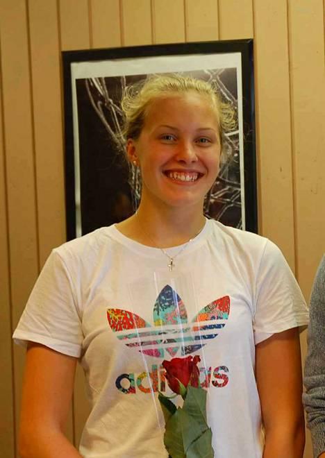 Vammaisuinnin SM-mestari Jenna Rajahalmetta muistettiin 10. elokuuta Nokian Pyryn mitalikahveilla. Toinen tilaisuudessa palkittu oli nuori uimarilupaus Eero Rautaporras.