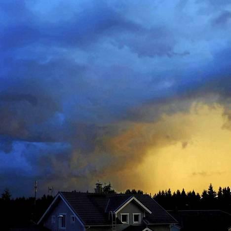 Nokian taivas näytti eilen muun muassa tältä.