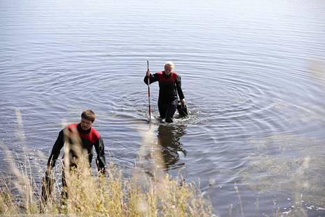 Tanskan viranomaiset tekivät etsintöjä lähellä ruumiin löytöpaikkaa keskiviikkona.