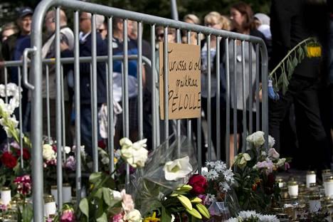 Kaksi kuoli ja kahdeksan loukkaantui Turun veitsi-iskussa perjantaina.