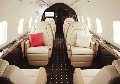 Bombardier Challengerin sisätilat ovat luksusmallia.