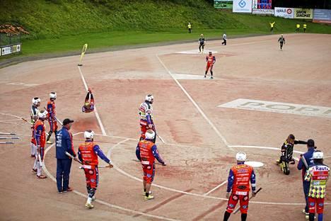 Sami Joukainen löi KaMalle kolme juoksua. Pesäpallolegendalla oli ihmeissään, kun pelin jälkeen ei ollut tyhjä olo.