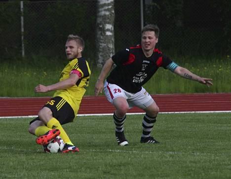 NoPSin kapteeni Samu Jokela (vas.) teki NoPSin toisen maalin Lamminpäässä. Kotijoukkue TP-T nousi kuitenkin tasoihin viime minuuttien osumilla.