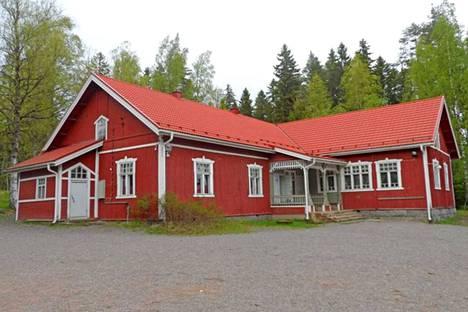 Kaikkia kouluun kuuluvia rakennuksia myydään lähtökohtaisesti yhtenä kokonaisuutena.