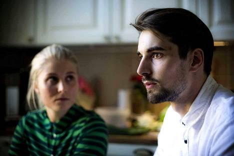 """Yksi elokuva on kääntänyt ihmisiä vegaaneiksi. Vaasalaispariskunta Päivi ja Jussi Kaas lopettivat eläinperäisten ruoka-aineden käytön katsottuaan """"What the healt""""-elokuvan."""