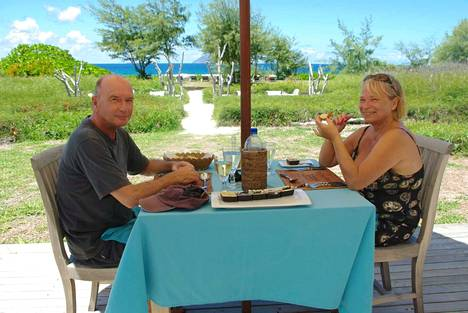 Jarmo ja Anne Gustafsson rakastuivat Mauritiuksen luontoon ja lämpöön. Vaikka he käyvät Suomessa ja Ruotsissa säännöllisesti, Mauritius on koti.