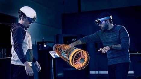 Teollisuudessa on paljon käyttöä lisätyn todellisuuden sovelluksille, joiden avulla koneita ja laitteita päästään tarkastelemaan myös keinotekoisessa ympäristössä.