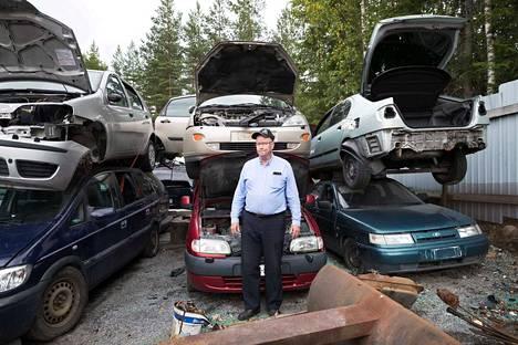 Jorma Lahtinen tietää valtion hyötyvän romutuspalkkiosta autokaupasta koituvien verotulojen ansiosta.