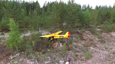 Lentokoneen kuljettaja ei loukkaantunut maahansyöksyssä, mutta kone vaurioitui.