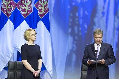 Eduskunnan puheenjohtaja Maria Lohela ja presidentti Sauli Niinistö. Kuva on vuodelta 2016.